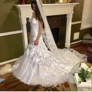 NWT 😊 Pronovias Wedding Gown & Veil Sz 4 White